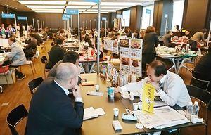 県内4社が参加した商談会。首都圏の小売店や通販業者などに主力商品を売り込んだ=東京・千代田区のグラントウキョウノースタワー