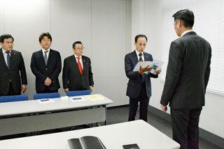 <新幹線長崎ルート>「フル規格整備早期に」 促進議員の会、佐賀県に要望