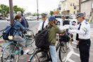 自転車のマナーアップを 市職員ら街頭指導