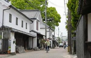 長崎までを結ぶ幹線道路だった長崎街道。幕末期、さまざまな人物が往来し、佐賀城下にも訪れた=佐賀市柳町