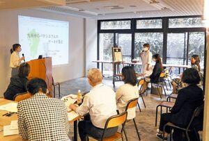 起業を目指す女性たちが創業計画を発表し合った「女性起業塾」=佐賀県庁