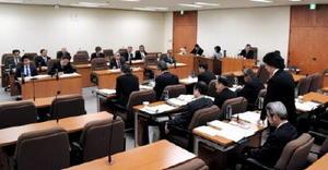 九州電力玄海原発3、4号機の再稼働などに関して質疑が行われた佐賀県議会原子力安全対策等特別委員会=佐賀県議会棟