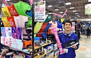 さが桜マラソン2019の開催に合わせてランニンググッズ売り場を設けたスポーツデポ佐賀店=佐賀市