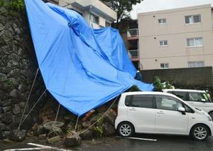 台風3号は長崎上陸、大荒れに