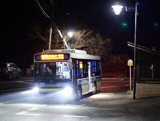 <地域と交通>(1)ルポ・始発に乗って 生活根付く里山のバス