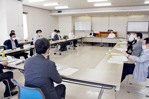 県への要望項目について審議した佐賀県市長会=佐賀市の県自治会館