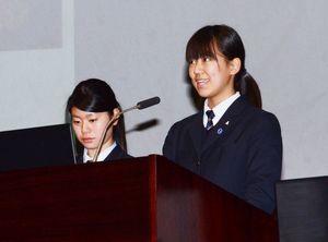 SGHの指定を受けて取り組んだ研究成果を発表する佐賀農業高の生徒ら=白石町総合センター
