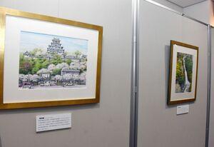 唐津城など24点が展示されている後世に残したい唐津の風景絵画展=唐津市の旧唐津銀行地階ギャラリー