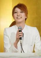 記者会見する宝塚歌劇団宙組トップスターの朝夏まなと。「公演ごとに成長することを大切にしてきました」=大阪市