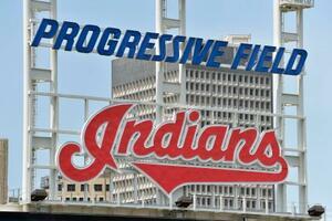 米大リーグ、インディアンスの本拠地球場に掲げられているロゴ=7日、クリーブランド(ゲッティ=共同)