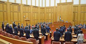 観光条例案を全会一致で可決した佐賀県議会=県議会議場
