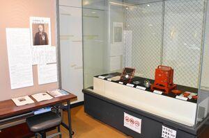 第11代齋藤用之助の遺品を展示したコーナー=伊万里市歴史民俗資料館