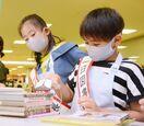 【動画】佐賀市立図書館の裏側のぞいたよ 新栄小4年の2人…