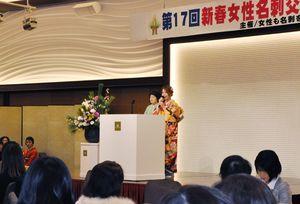 団体や企業が取り組んでいる活動などを発表した=佐賀市のマリターレ創世