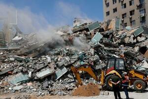 イスラエルの空爆でがれきとなったAP通信が入居していたビル=16日、パレスチナ自治区ガザ(AP=共同)