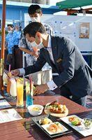 11日にオープンするビアテラス。感染予防対策として料理は1人分ずつ取り分ける=佐賀市のホテルニューオータニ佐賀