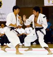 少林寺拳法男子組演武で8位となった中尾真徳(左)・木寺悠太組