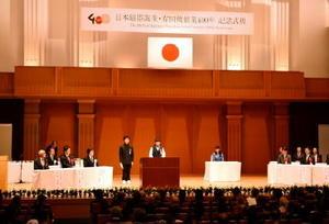 有田焼創業400年記念式典で有田焼への思いを語る中学生。伝統を受け継ぎ、発展させる決意を新たにした1年だった=10月、有田町の?(ほのお)の博記念堂