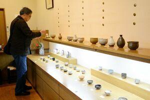 若手作家の酒器を集めた「唐津・ぐい呑展」=有田町本町のギャラリー土の器・松永陶苑