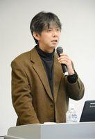 地方再生に大切な考え方や視点を語る東北大大学院の石井山竜平准教授=佐賀市のアバンセ
