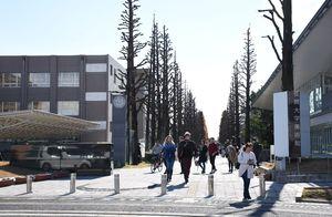 あこがれの大学生活。アルバイトなどでためたお金を計画的に積み立てている学生も多い=佐賀市の佐賀大学