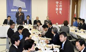 自民党本部で開かれた厚生労働部会=22日午前、東京・永田町