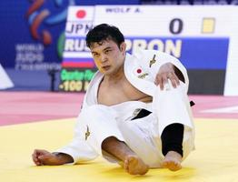 男子100キロ級準々決勝でロシア選手に敗れ、敗者復活戦に回ったウルフ・アロン=バクー(共同)