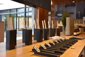 6月末まで和多屋別荘ロビーに展示されていた日本香堂の高級香料「KITOWA」シリーズ=嬉野市