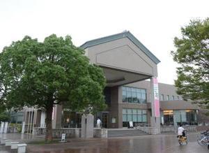 佐賀市立図書館=佐賀市天神