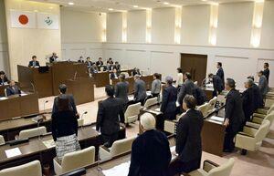 次期広域ごみ処理施設の建設予定地の再選定を求める決議案を全会一致で可決した神埼市議会=市議会議場