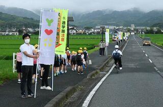新学期で通学路の交通安全呼び掛け 佐賀県内の警察署と自治体連携