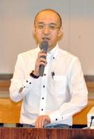 道徳教育と人権教育の関係について考える」と題して講演した中央大の池田賢市教授=佐賀市の開成小