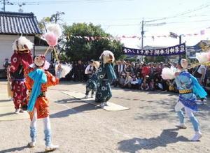 まちづくり遺産に登録された﨑村の獅子舞=神埼市提供