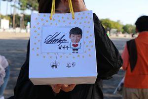 金民友選手がサガン鳥栖サポーターのために用意していたサイン入りのプレゼント