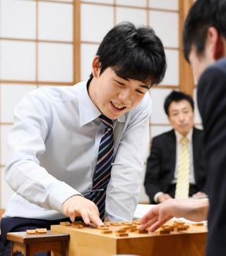 将棋の藤井六段、昇段に王手