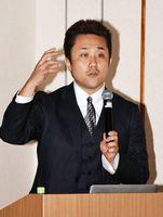 ウェブビジネスの戦略を説いた齋藤氏=佐賀市の佐賀新聞社