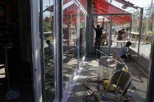 仏カフェ6月営業再開へ