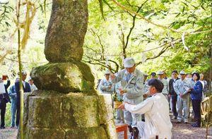 式典に臨んだ伊東健吾町長(手前左)ら=吉野ヶ里町松隈(吉野ヶ里町提供)