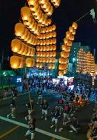 光の稲穂のように竿燈が並んだ今年の竿燈まつり=武雄市提供