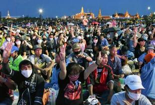 バンコクで最大規模の反政府集会
