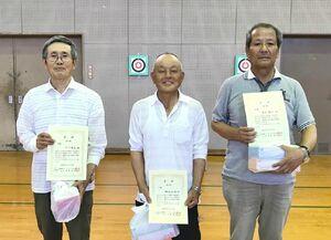 武雄町老人クラブ連合会スポーツウエルネス吹き矢大会の上位入賞者