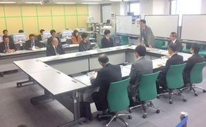 防災ヘリについて意見を交わす県航空消防防災体制整備検討委員会=佐賀県庁