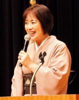 「日本の誇りある歴史と文化」をテーマに話す白駒妃登美さん=佐賀市のアバンセ