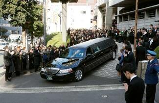 中村哲さん告別式、千人超が参列