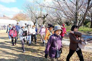 ウオーキングイベントの参加者たち=佐賀市