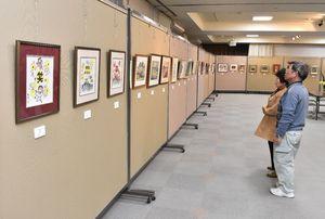 会員の新作が並ぶ伊万里美術協会展=伊万里市の市民センター