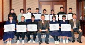 県文学賞で躍進した太良町内の中学生たち=太良町役場(提供)