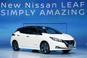 日産自動車の電気自動車「リーフ」の新型モデル=9月、千葉市の幕張メッセ