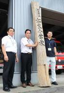 九州北部豪雨被災小の門柱、白石に漂着