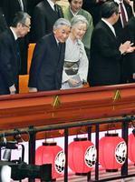 歌舞伎座を訪問された天皇、皇后両陛下=14日午後、東京・銀座(代表撮影)